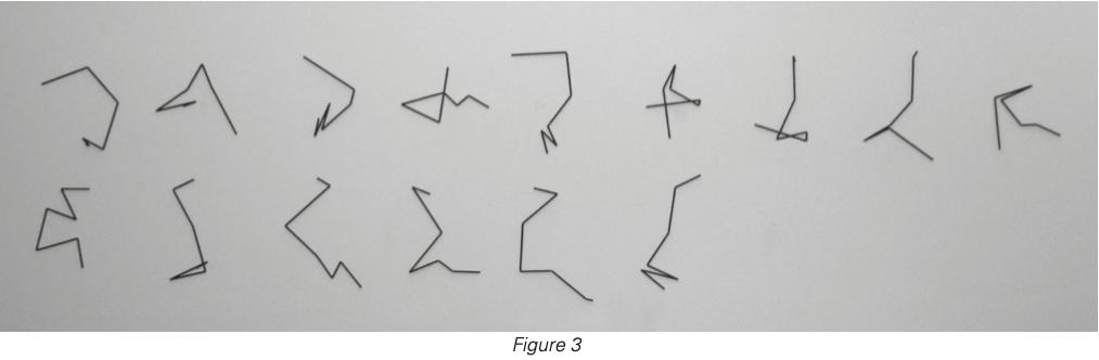 Œuvre P-499-Am de la série «Laserglyphs» réalisée en 1993 par Manfred Mohr, fondée sur des projections orthogonales en 2D du cube unité en dimension $d = 6,$ aussi appelé hexeract. Les quinze lignes brisées représentent les $d (d –1)/2 = 15$ projections d'une des $2^{d–1}d! = 23 040$ trajectoires possibles le long des arêtes liant deux sommets diamétralement opposés, c'est-à-dire deux sommets 2 liés par une des $2d/2 = 32$ diagonales de longueur $\sqrt{d}$ [acier/peinture, 15 pièces, 120 x 540 cm2 , reproduite avec la permission de l'artiste].